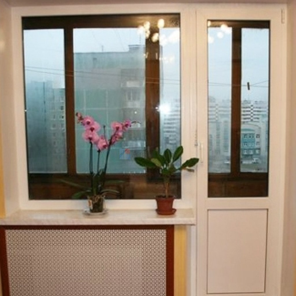 Пластиковые двери на балкон по индивидуальному проекту..