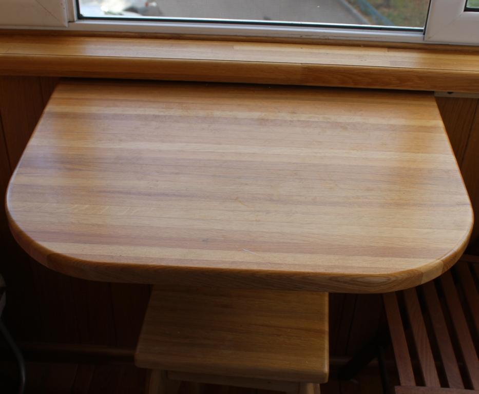 Продам: откидной столик на балкон, столы и стулья в москве.