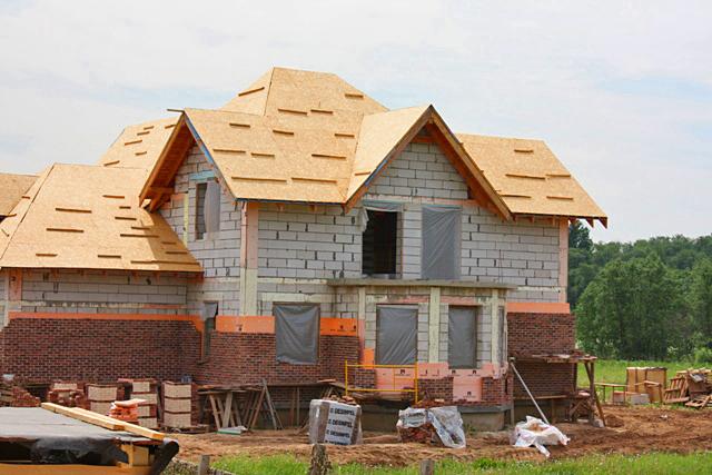 На Вашем участке по Вашему проекту построим блочный загородный дом на самых